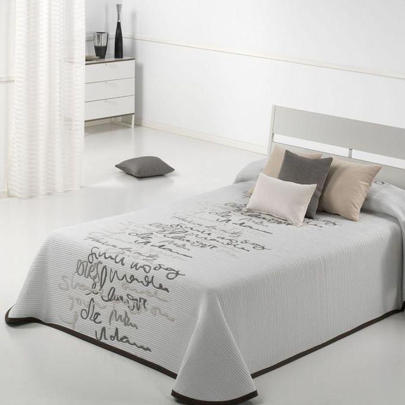 couvre lit calligraphes grande taille lavable et pas cher. Black Bedroom Furniture Sets. Home Design Ideas