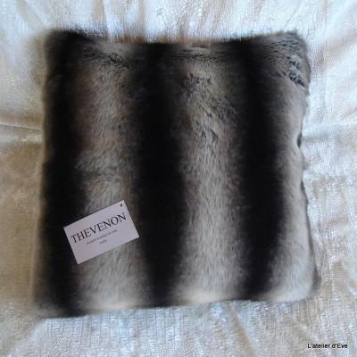 Housse de coussin fausse fourrure vison gris 45x45cm Thevenon