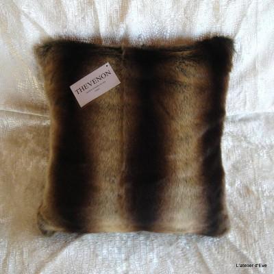 Housse de coussin fausse fourrure vison brun 45x45cm Thevenon