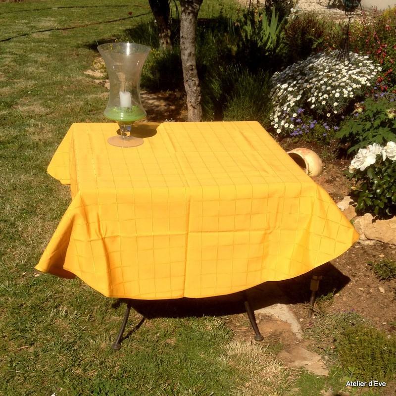 isis jaune nappe de table sur mesure 160x160cm 763718. Black Bedroom Furniture Sets. Home Design Ideas