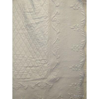 amandine-parure-boutis-traditionnel-240x260cm-2-taies-65x65cm-gris