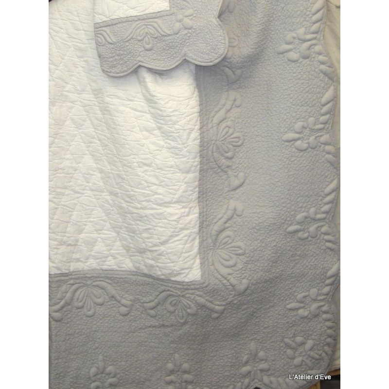 Amandine Parure boutis traditionnel 240x260cm + 2 taies 65x65cm blanc/gris